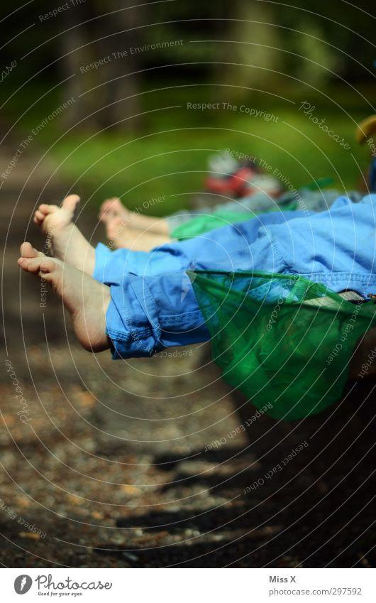 Anglerpause Mensch Kind Sommer nackt Erholung Gefühle Spielen Freiheit klein Fuß Freundschaft Stimmung Park Kindheit Freizeit & Hobby Ausflug