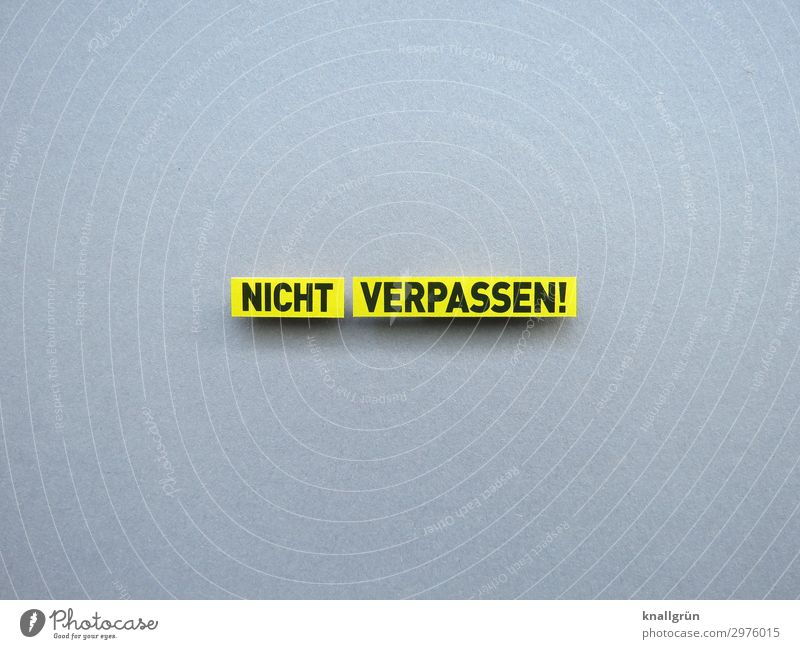 NICHT VERPASSEN! Schriftzeichen Schilder & Markierungen Kommunizieren Neugier gelb grau schwarz Gefühle Vorfreude Verlässlichkeit Pünktlichkeit gewissenhaft