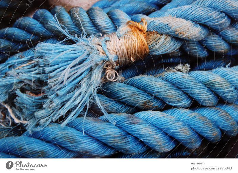 Tau Tourismus Meer Küste Hafen Schifffahrt Binnenschifffahrt Bootsfahrt Fischerboot Segelboot Seil leuchten liegen alt authentisch fest maritim stark blau