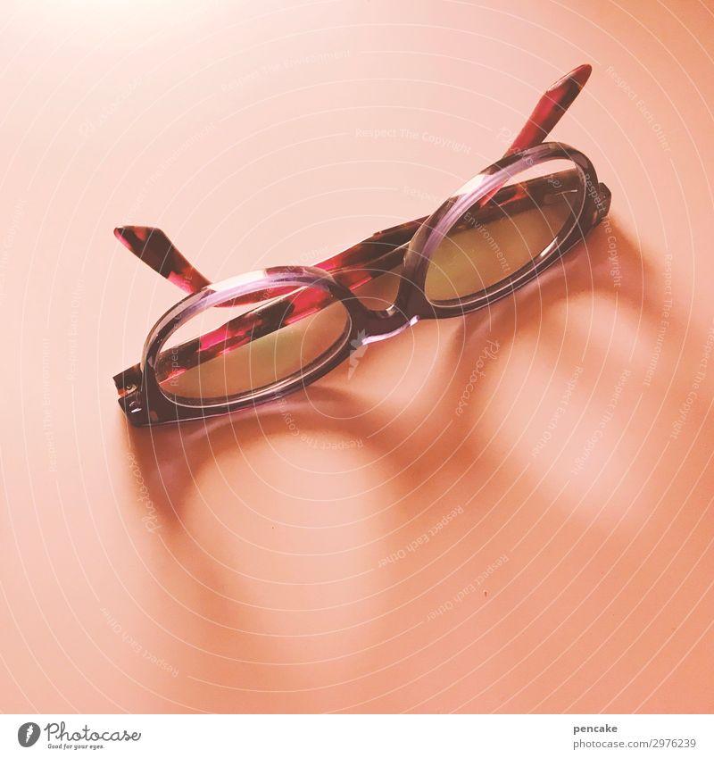 isolation | ohne brille rosa liegen Brille Pause schlafen Suche Isoliert (Position) Schwäche blind Sehvermögen ruhend Brillengestell Sehtest