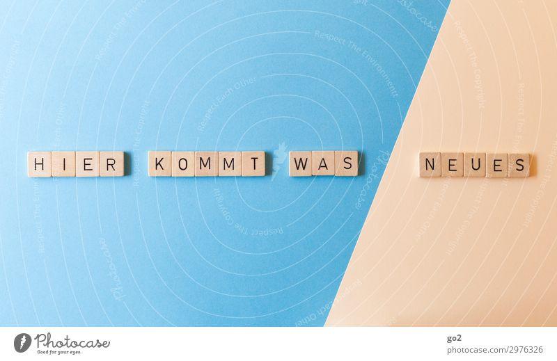 Hier kommt was Neues Holz Spielen außergewöhnlich Schriftzeichen Kommunizieren ästhetisch Fröhlichkeit Erfolg Kreativität Lebensfreude Zukunft Papier