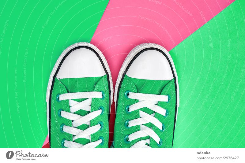 Paar grüne Textilsneakers Lifestyle Stil Sport Joggen Fuß Mode Bekleidung Schuhe Turnschuh Fitness trendy modern neu rosa weiß Farbe Leinwand lässig klassisch