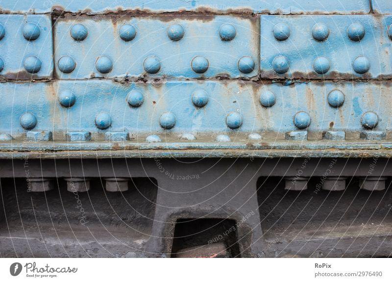 Knotenblech an einem alten Brückentragwerk. Stahltragwerk Stahlbau Stahlkonstruktion Eisen Schrauben Lochfraß Schraubenverbindung Technik Gewicht Rost Korrosion