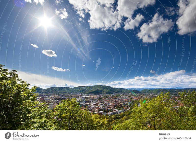strahlend Landschaft Himmel Wolken Sonnenlicht Frühling Schönes Wetter Baum Sträucher Hügel Flussufer Mur Graz Österreich Stadt Stadtrand bevölkert Haus