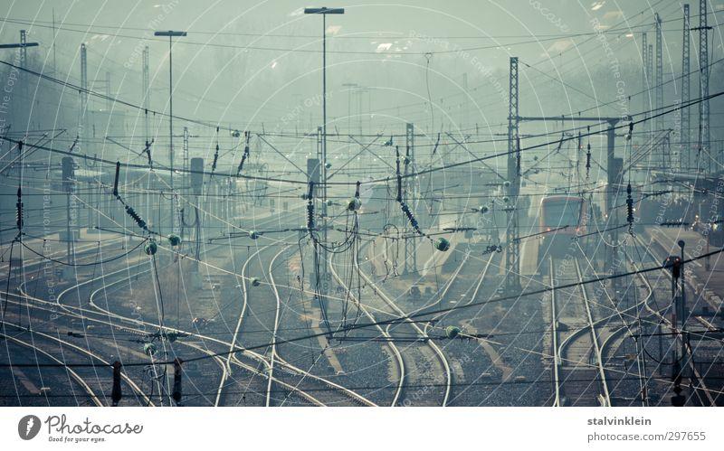 Dust industry Stadt Bahnhof Verkehr Verkehrsmittel Verkehrswege Personenverkehr Berufsverkehr Bahnfahren Wege & Pfade Wegkreuzung Schienenverkehr Personenzug