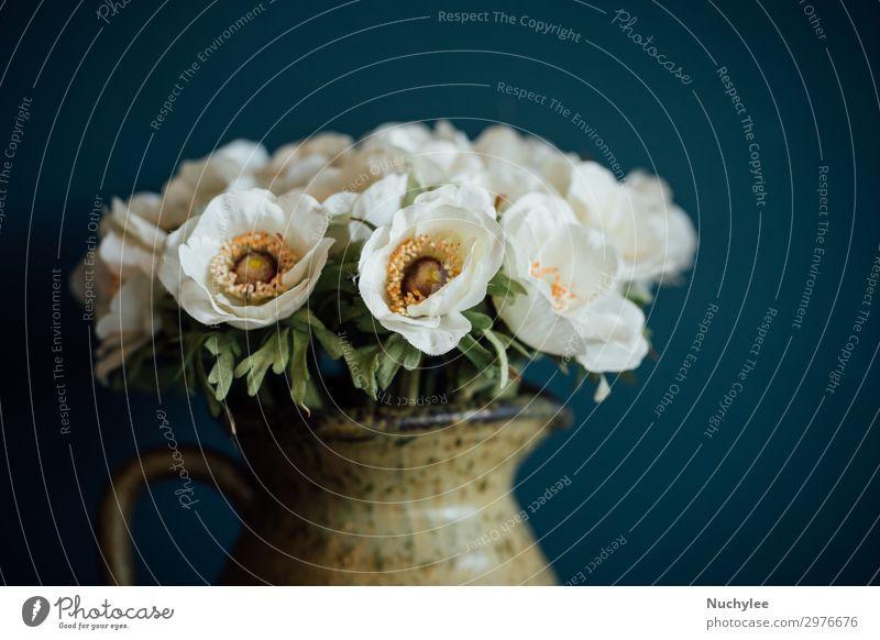 Stilleben von Blumen in Tonvase Design schön Dekoration & Verzierung Natur Pflanze Blüte Mode Blumenstrauß dunkel frisch natürlich retro grün Romantik