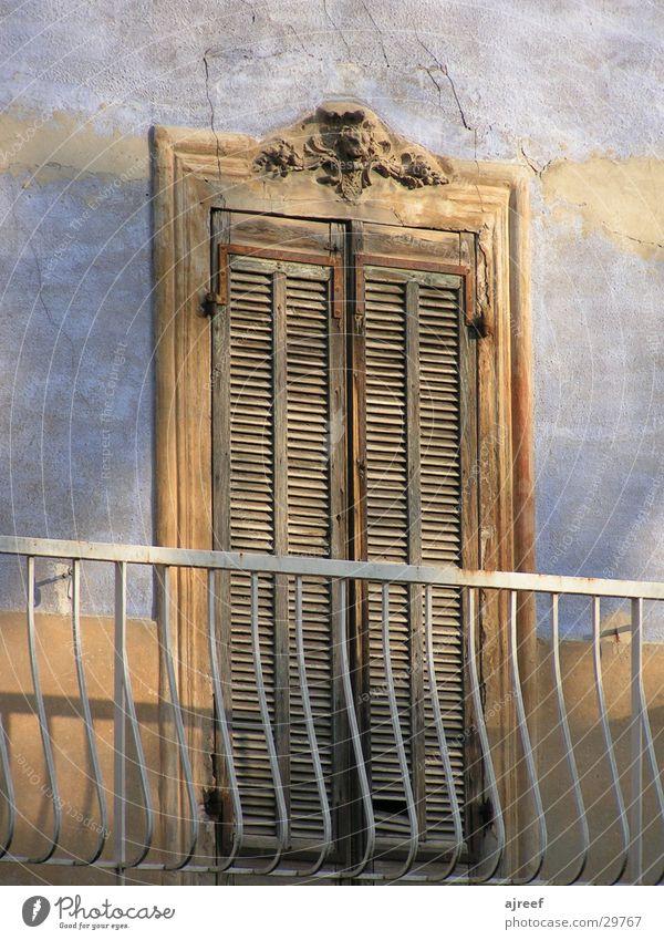 Balkon Haus Provence Frankreich historisch Tür Geländer