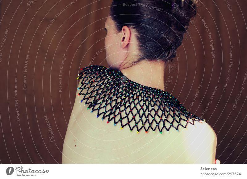 xxx>- Körper Haare & Frisuren Haut Mensch feminin Frau Erwachsene Kopf Ohr Rücken 1 Accessoire Schmuck brünett Linie träumen nackt Halskette Farbfoto
