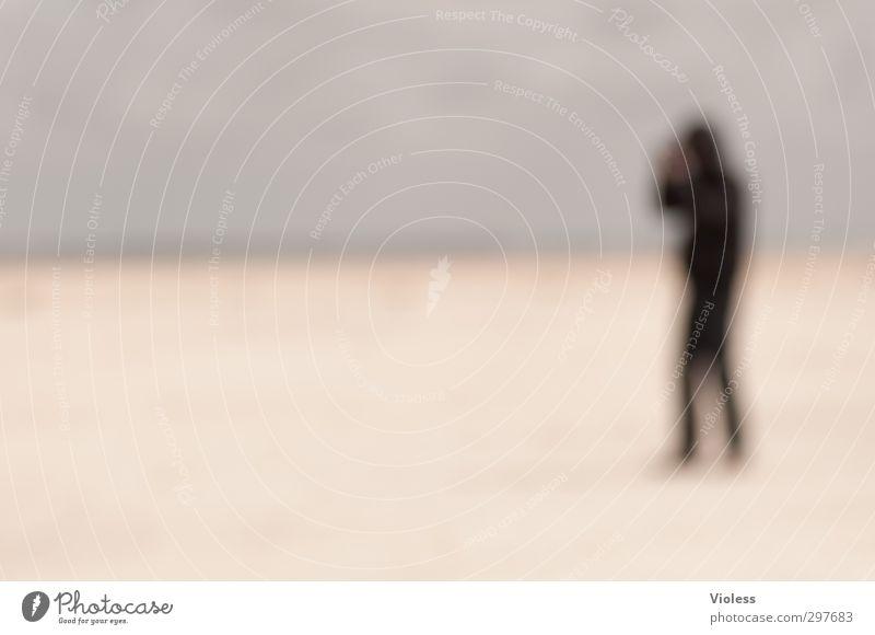 Da hab ich mir soviel Mühe gegeben ... maskulin 1 Mensch Küste Strand Nordsee beobachten Dänemark Rømø kalt Wind Farbfoto Experiment Textfreiraum links