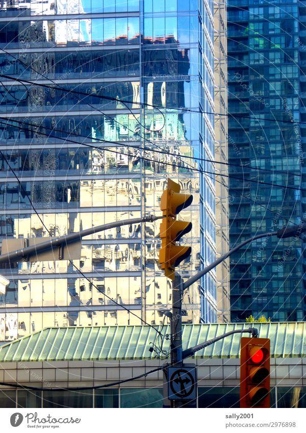Rotlichtviertel... New York City USA Amerika Haus Hochhaus Bankgebäude Bauwerk Gebäude Architektur Fassade Dach Ampel Verkehrszeichen Verkehrsschild warten