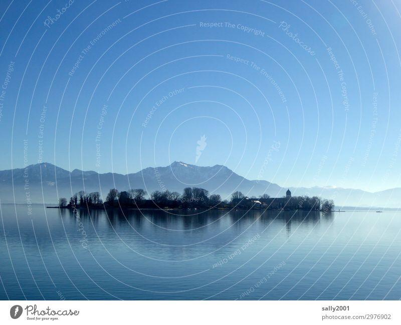 Still ruht der See... Natur Landschaft Wolkenloser Himmel Sonnenlicht Winter Schönes Wetter Berge u. Gebirge Alpen Insel Fraueninsel Chiemsee außergewöhnlich