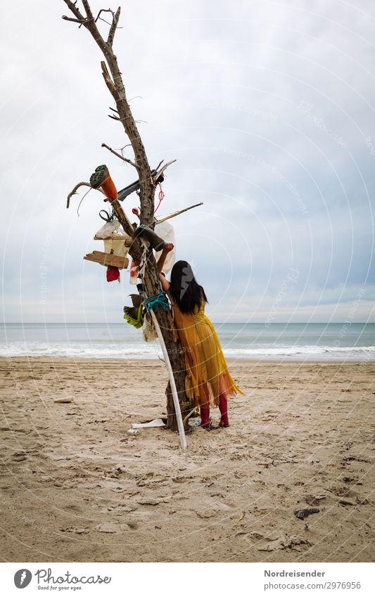 Strandgut Ferien & Urlaub & Reisen Meer Mensch Junge Frau Jugendliche Erwachsene Umwelt Natur Landschaft Sand Wasser Himmel Wolken schlechtes Wetter Wellen