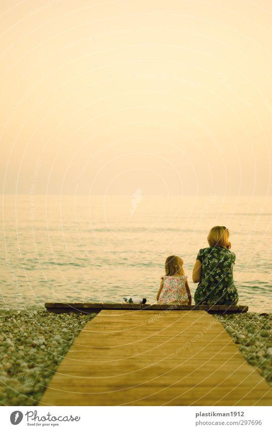 Mensch Frau Kind Natur schön Wasser Sommer Meer Mädchen Erwachsene Liebe Leben Glück Kindheit blond Rücken