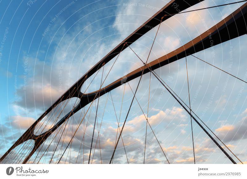 Luftbrücke blau schwarz Architektur braun oben modern ästhetisch Zukunft Brücke hoch Zusammenhalt