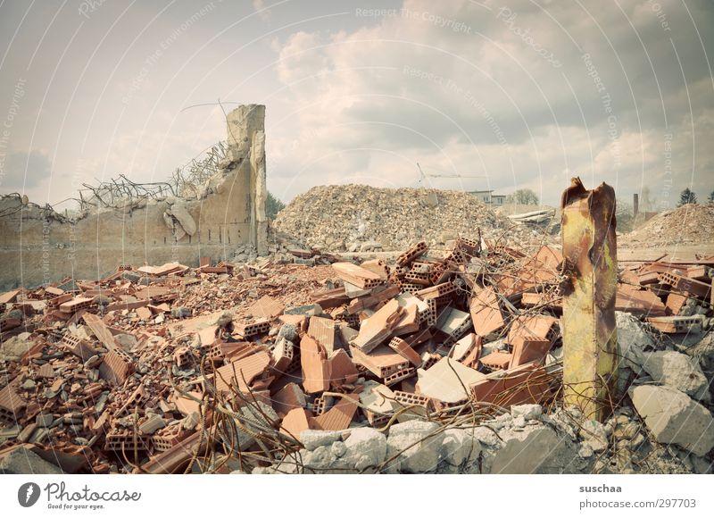 da hab ich mir so viel mühe gegeben! Stadtrand Skyline Menschenleer Gebäude Stein Beton bedrohlich hässlich kaputt Aggression Gewalt Zerstörung