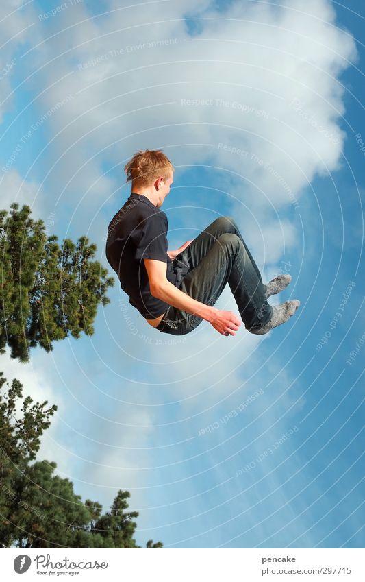 Rømø | guten flug! Mensch Himmel Jugendliche Sonne Baum Freude 18-30 Jahre Junger Mann Erwachsene Freiheit Glück springen Party fliegen maskulin Business