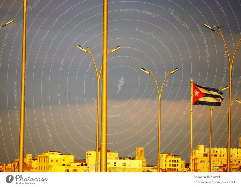 Havanna Ferien & Urlaub & Reisen Tourismus Ausflug Ferne Freiheit Sightseeing Städtereise Kreuzfahrt Sommerurlaub Sonne Karibik Kuba Hauptstadt Haus Gebäude