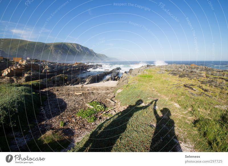 /\ Mensch Himmel Natur Ferien & Urlaub & Reisen Wasser Sommer Sonne Meer Landschaft Strand Ferne Berge u. Gebirge Umwelt Küste Gras Freiheit