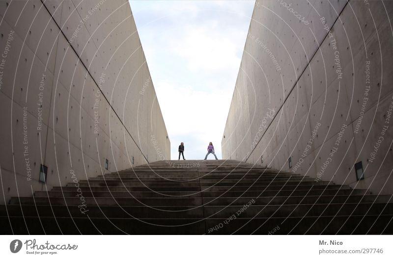 ganz oben Kindheit Jugendliche 2 Mensch Bauwerk Gebäude Architektur Mauer Wand Treppe dunkel Himmel abwärts aufwärts stehen Linie schrittweise Ziel Stein grau