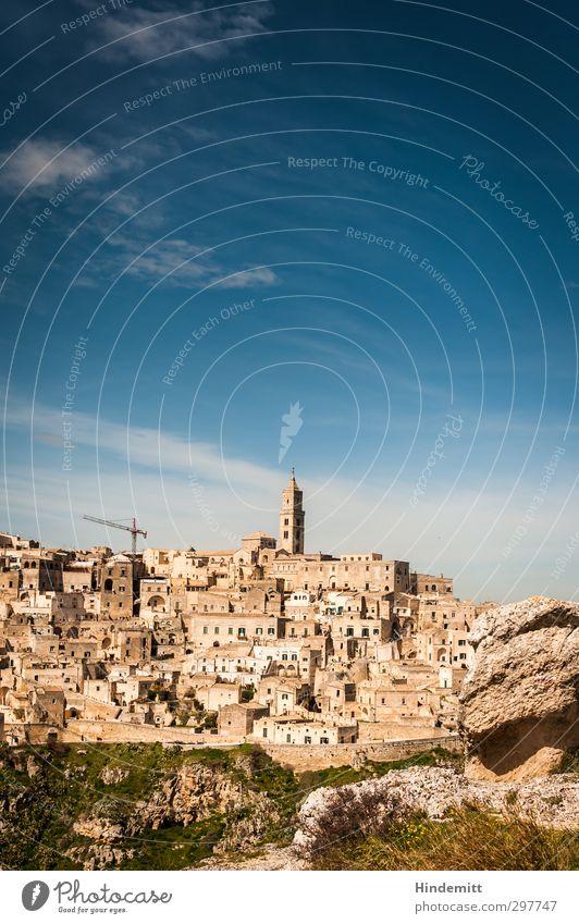 Matera Himmel blau Ferien & Urlaub & Reisen alt grün Wolken Haus Frühling Gebäude braun Felsen außergewöhnlich authentisch Schönes Wetter Tourismus Kirche