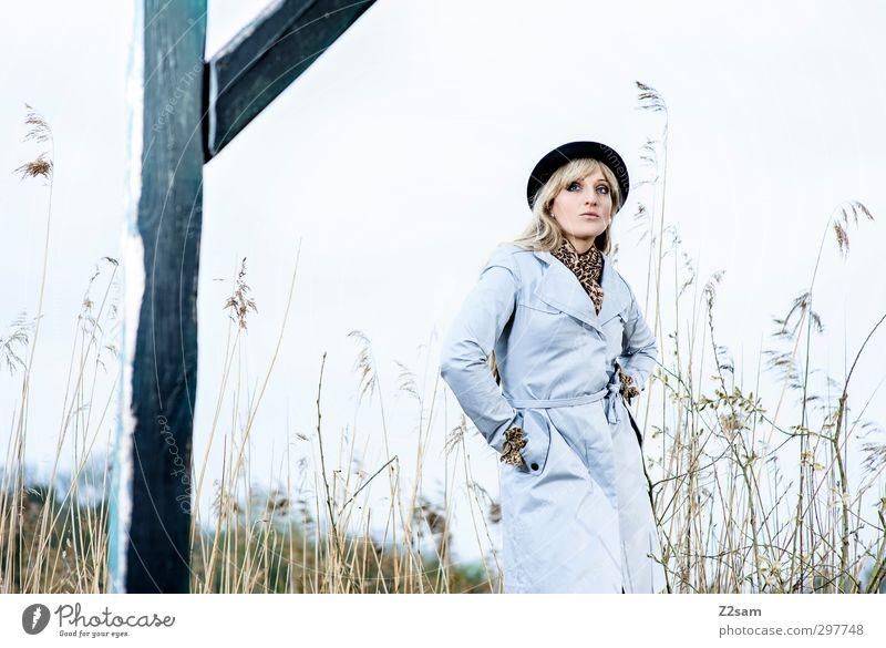 SPRING 2013 elegant Stil Junge Frau Jugendliche Mensch 18-30 Jahre Erwachsene Natur Landschaft Wolkenloser Himmel Frühling Sträucher Schilfrohr Flussufer Mode