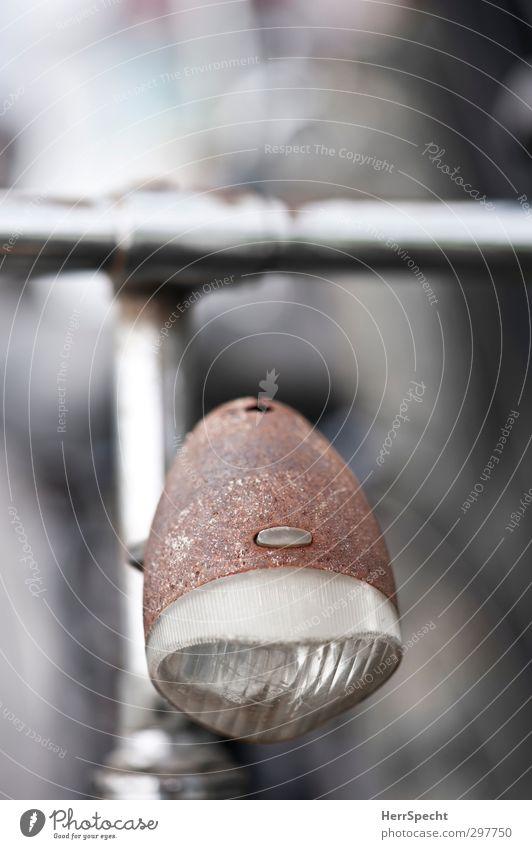 Der Herr sprach: es werde Rost Fahrrad Glas Metall alt authentisch schön trashig braun silber weiß Fahrradlenker Beleuchtung Lampe Scheinwerfer Farbfoto