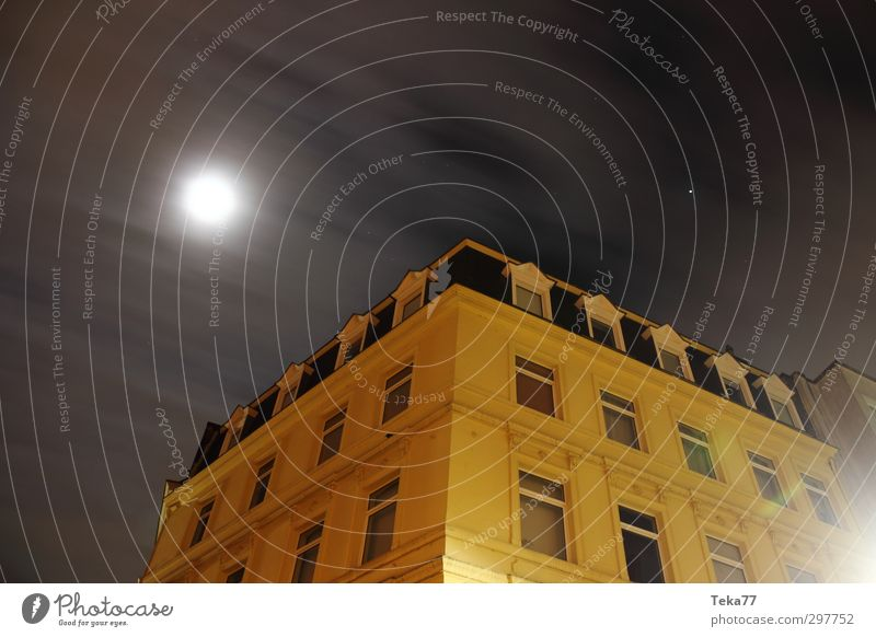 Nacht, Stadt Haus Umwelt gelb Architektur Gebäude grau Wetter gold Dorf Bauwerk Stadtzentrum