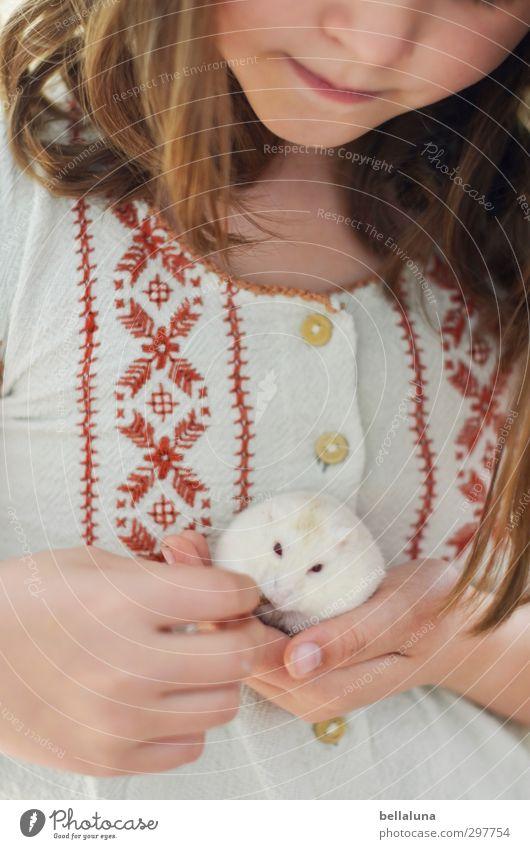 Luna | Freundinnen Mensch Kind Hand rot Tier Gesicht Leben Haare & Frisuren orange Kindheit Haut Mund Nase Finger Fell Lippen