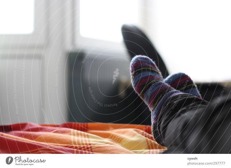 ganz entspannt :-) rot Einsamkeit Erholung gelb hell träumen liegen orange Wohnung Freizeit & Hobby Zufriedenheit Ordnung Lifestyle Häusliches Leben