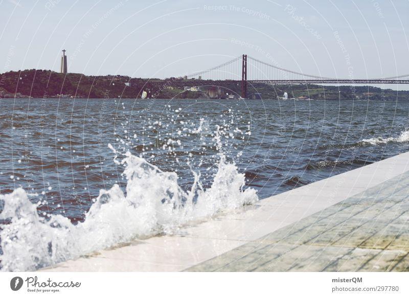 San Janeiro ?! Wasser Küste Kunst ästhetisch Spaziergang Brücke Sehenswürdigkeit mediterran Portugal Gischt Lissabon Wellengang Meerwasser Golden Gate Bridge