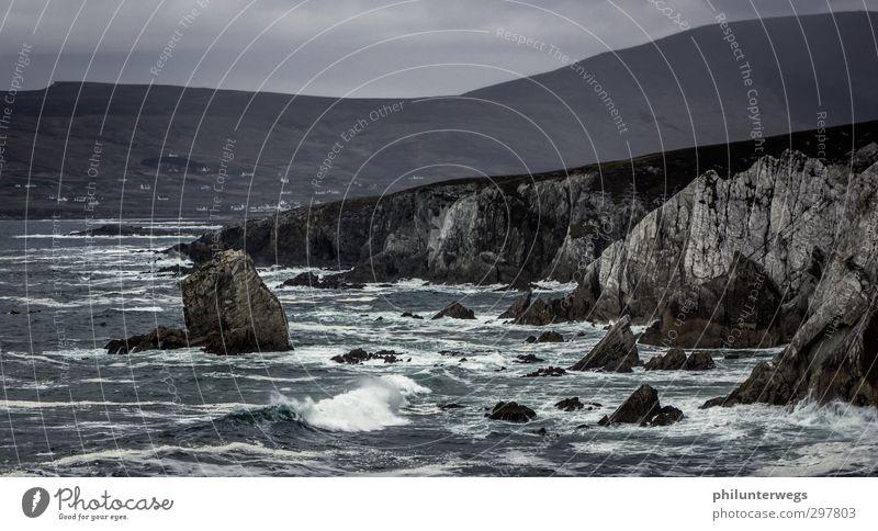 Splash Wasser Meer Landschaft Herbst Küste braun Felsen Regen Wetter Wellen Wind Erde Klima Insel Tourismus gefährlich