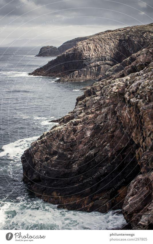 Ich hab da etwas im Schuh Natur Ferien & Urlaub & Reisen Wasser Meer Landschaft Wolken Ferne Freiheit Küste Stein Felsen Regen Wetter Wellen Wind Erde