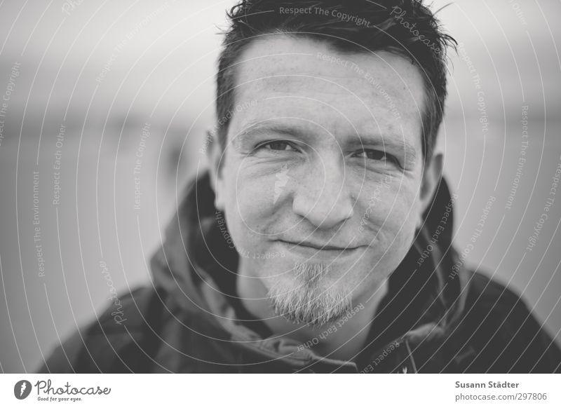 rømø | Cicadas and gulls maskulin Kopf 1 Mensch 18-30 Jahre Jugendliche Erwachsene 30-45 Jahre Lächeln authentisch direkt Lachfalte Kinnbart Jacke Kapuze