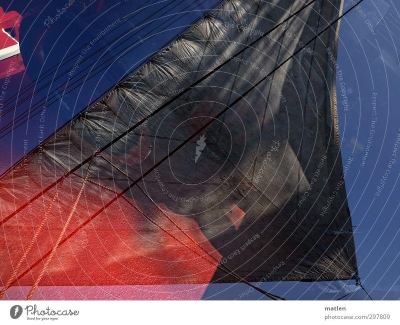 Ahoi Verkehrsmittel Schifffahrt Segelschiff Seil An Bord blau rot schwarz Doppelbelichtung segeln Naht Tau Farbfoto Außenaufnahme Menschenleer Tag