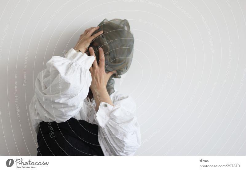 Der Winter will nicht weichen (Ausdruckstanz I) Mensch 1 Hemd Tuch Schleier stehen Traurigkeit Sorge Enttäuschung Hemmung Angst Todesangst verstört ästhetisch