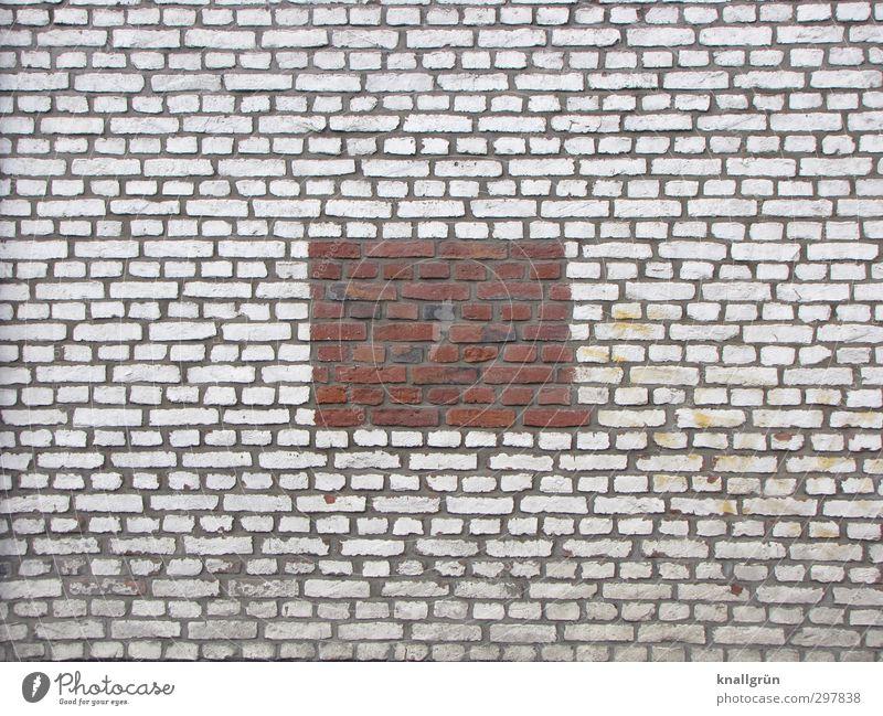 Passt! Mauer Wand Fassade Backstein außergewöhnlich eckig einzigartig braun weiß Idee Kreativität Mittelpunkt Rechteck Fuge Farbfoto Außenaufnahme Menschenleer