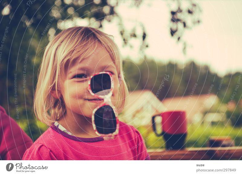 Ähm, ja ... Mensch Kind Sommer Hand Freude Gesicht feminin lustig Mode rosa Kindheit blond Freizeit & Hobby Lifestyle niedlich Brille