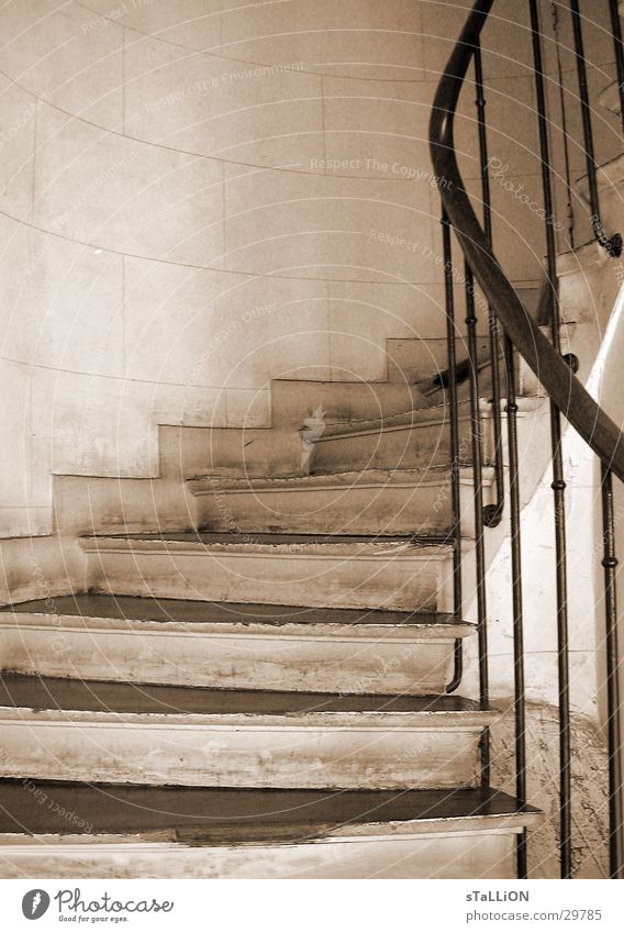 l'escalier Treppe historisch aufwärts Geländer
