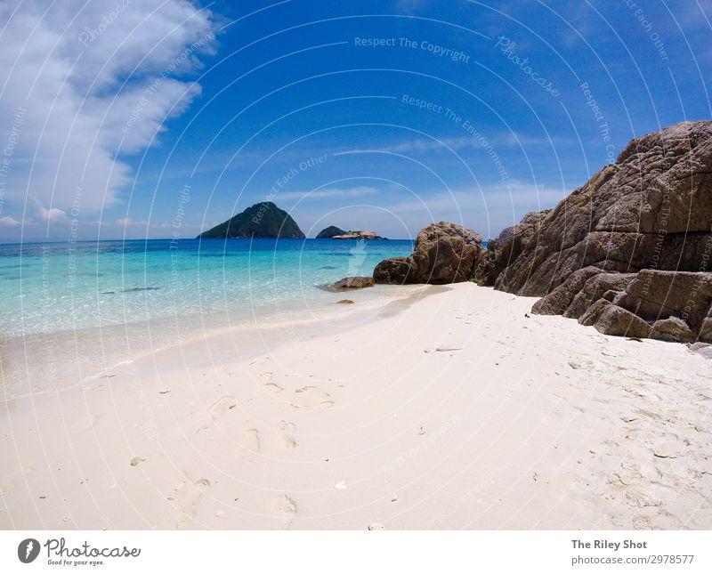 Ein Blick auf einen abgelegenen Strand und blaues Wasser schön Erholung Ferien & Urlaub & Reisen Tourismus Abenteuer Sommer Meer Insel Natur Landschaft Sand