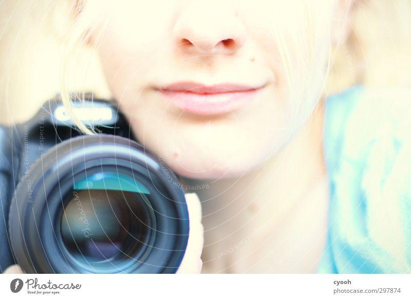 Favorite object. feminin Junge Frau Jugendliche Nase Mund Lippen 1 Mensch berühren festhalten Lächeln leuchten träumen ästhetisch blond elegant frech