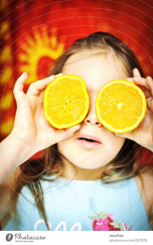 mädchengesicht mit orangenhälften vor den augen | vitamin c Kind Kindheit Freude Orange Brille Vitamin C Frucht Mädchen mehrfarbig Gesicht Gesundheit