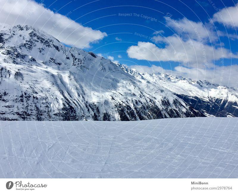 Verschneite Bergwelt ruhig Winter Schnee Winterurlaub Berge u. Gebirge Wintersport Skifahren Snowboard Natur Himmel Wolken Alpen Gipfel Schneebedeckte Gipfel