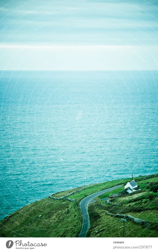 traumhaus Natur Ferien & Urlaub & Reisen grün Wasser Meer Einsamkeit Landschaft Haus Wiese Straße Wege & Pfade Küste Horizont Feld Wellen Häusliches Leben