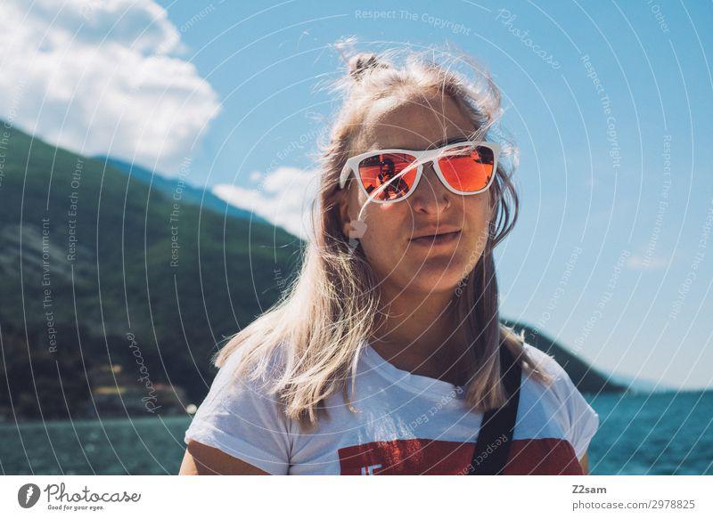 Surfermädl Lifestyle Freizeit & Hobby Ferien & Urlaub & Reisen Junge Frau Jugendliche 18-30 Jahre Erwachsene Natur Landschaft Sommer Schönes Wetter Alpen