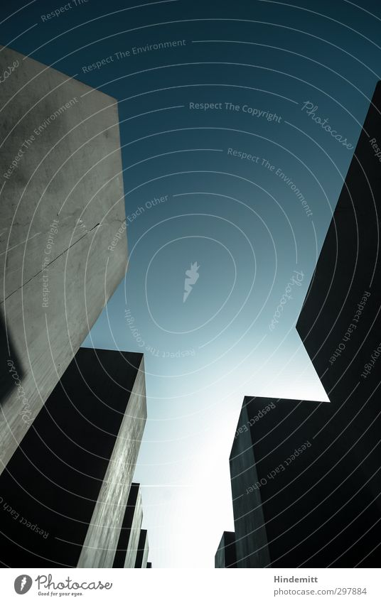 #297884 Himmel Wolkenloser Himmel Bauwerk Architektur Mauer Wand Stein Beton ästhetisch außergewöhnlich bedrohlich eckig gigantisch kalt modern blau grau Angst