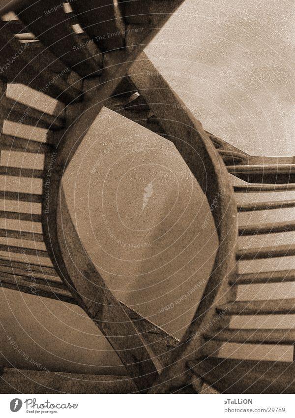 treppenauge Holz frei Treppe historisch Doppelbelichtung sinnlos braun-weiss