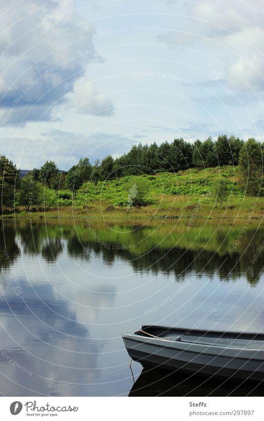 Stillness Umwelt Natur Landschaft Pflanze Wasser Himmel Wolken Sommer Wetter Schönes Wetter Seeufer Schottland Wasserfahrzeug schön blau Romantik ruhig