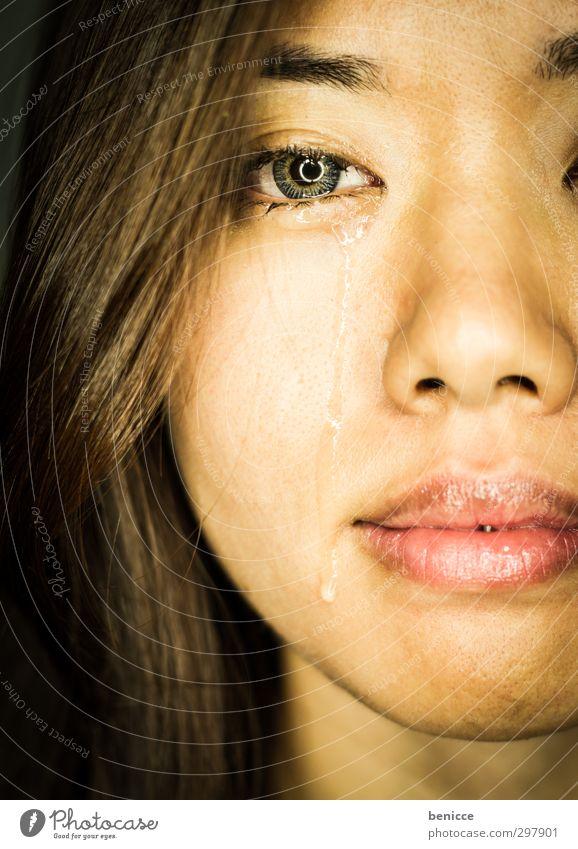 tear of fear Frau Mensch weinen Traurigkeit Tränen Trauer Tropfen Gesicht Asiate Asien Chinesisch Chinese Südostasien Porträt Nahaufnahme Auge