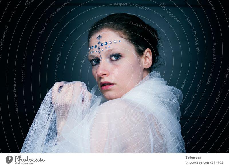 Eiszeit Karneval Mensch feminin Frau Erwachsene Gesicht Auge Ohr Nase Mund Lippen Hand Finger 1 Winter Frost Accessoire Schmuck Haare & Frisuren frieren