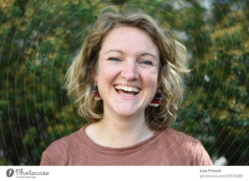 glücklich - frei - Frau - leben schön Gesundheit Ferien & Urlaub & Reisen feminin Erwachsene Gesicht 1 Mensch 18-30 Jahre Jugendliche Natur Sommer